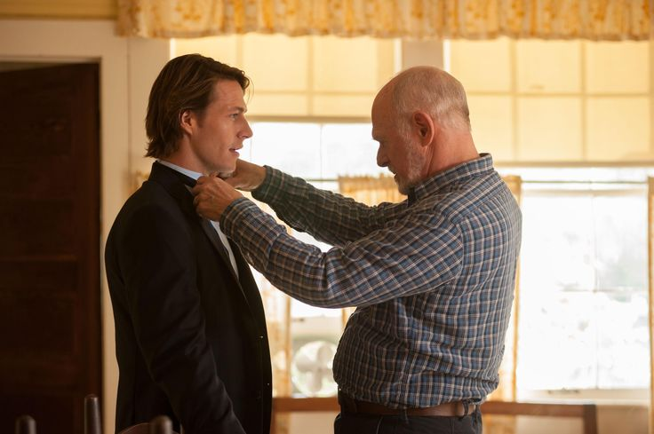 Still of Gerald McRaney and Luke Bracey in The Best of Me (2014) http://www.movpins.com/dHQxOTcyNzc5/the-best-of-me-(2014)/still-2978727168