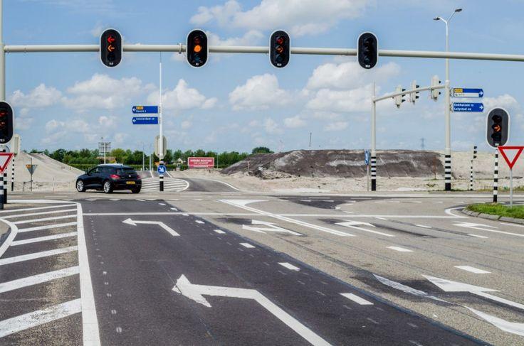 Aan rij route richting Zevenhuis vanaf de Strip. De verhoogde N23 wordt al goed zichtbaar.