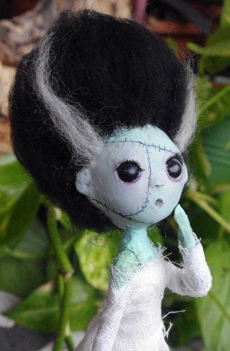 OOAK Muñeca de papel maché: La Novia de Frankenstein. Muñeca artísica estilo gótico. de Villaoscura en Etsy