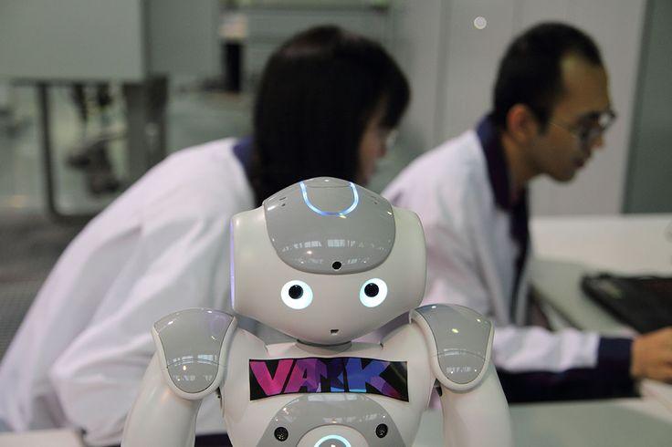 The NAO humanoid robot in Technobothnia, Vaasa. Photographer: Markku Kuusinen