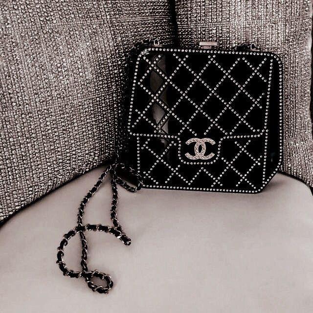 Du liebst stylische und elegante Handtaschen? nybb…