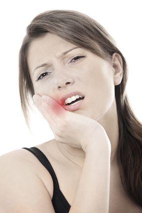 Mal de dent : 8 Remèdes de grand-mère pour soulager le mal de dent (ail, clou de girofle, bain de bouche...)