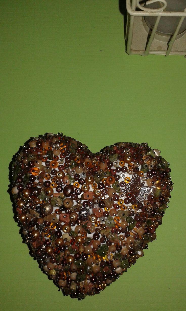 Hungarocell szív gyönggyel dekorálva gombostűkkel szúrtam fel egyenként :)