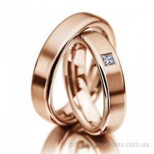 """Классические свадебные кольца с бриллиантом огранки """"принцесса"""""""