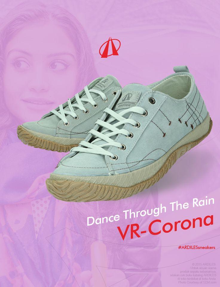 Jangan lupa ringankan kakimu dengan menggunakan sneakers. Sebaiknya di musim hujan ini, selain sneakers kamu juga mempunyai sepatu boot dan beberapa sepatu cadangan. Jangan lupa menjemur sepatu dengan rutin agar tidak lembab. Bila kamu ingin menambah koleksi sneakers di musim hujan ini, yuk belanja sneakers Ardiles di www.ardilessneakers.com