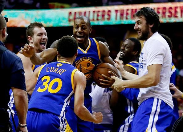 Curry, @warriors win #NBA title with Game 6 victory over LeBron, @cavs. #NBAFinals http://foxs.pt/1emogbB