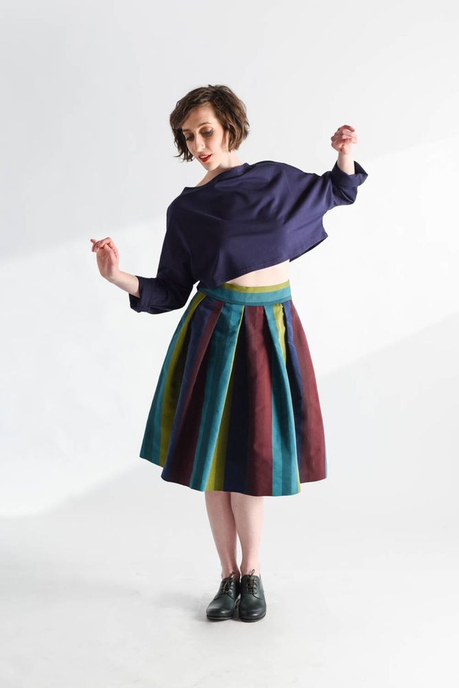 Pleated%20skirt%20by%20large%20volume%20in%20striped%20cotton%20with%20bright%20colors%20,%20long%20below%20the%20knee%20.%20Unlined%20.100%%20cottonGonna%20dal%20volume%20ampio%20a%20pieghe%20in%20cotone%20a%20righe%20dai%20colori%20vivaci,%20lunga%20sot...