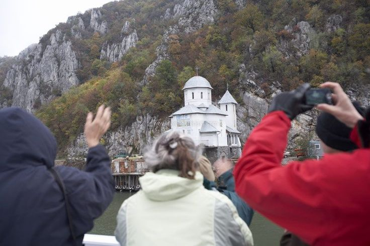 River cruises Europe - Passengers taking pictures of the scenery from the ship  #cruise #river #relax #danube #hungary #budapest #explore #travel #traveltherenext