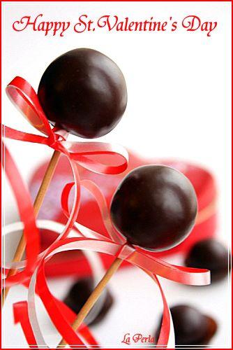 ИСТОЧНИК слова автора сушеная вишня мягкая марципановая масса горький шоколад Марципан раскатать до толщины 0,5 см. Нарезать на квадратики 2,5*2,5 см. Положить в…