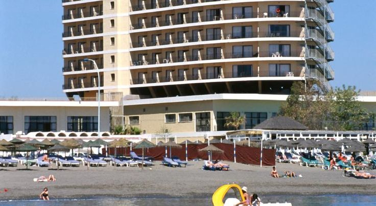 Hotel Puente Real Torremolinos Situated on Los Alamos Beach on the Costa del Sol, this hotel has 2 outdoor pools set in tropical gardens. It offers bright-coloured rooms with private balconies, some with stunning sea views.