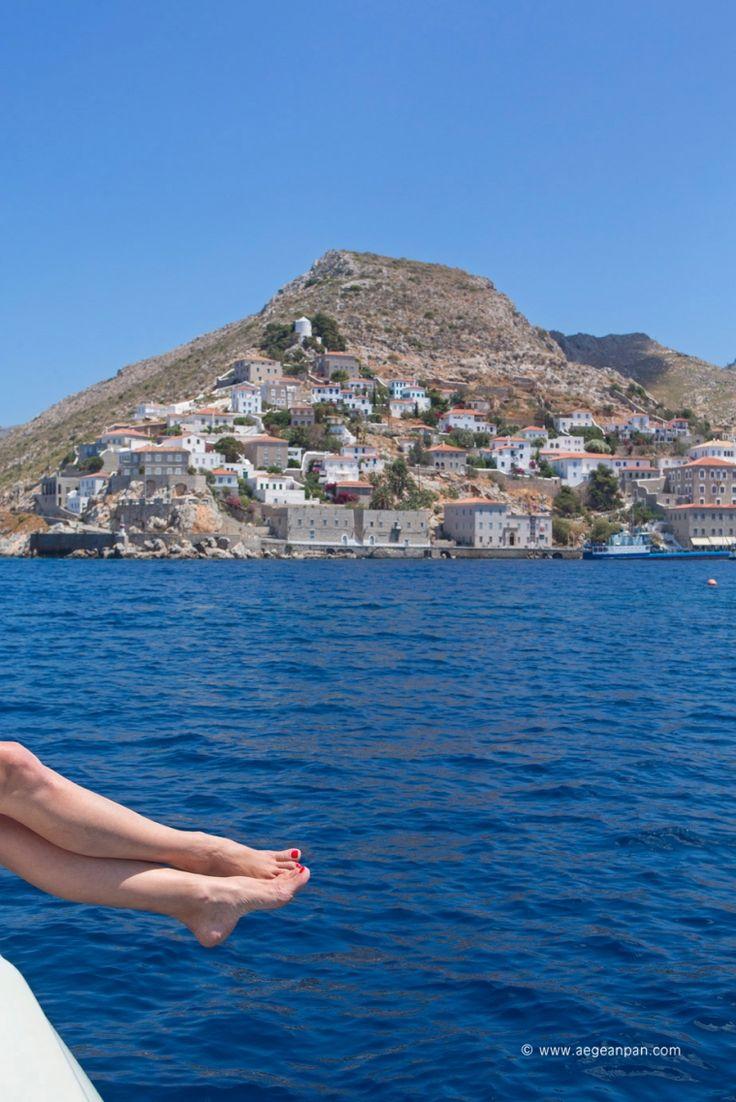 ...και ταξιδεύαμε ανάμεσα σ' ακρογιαλιές νησιών γυμνές σαν κόκαλο ψαριού παράξενο στην άμμο...  ~ Γ. Σεφέρης