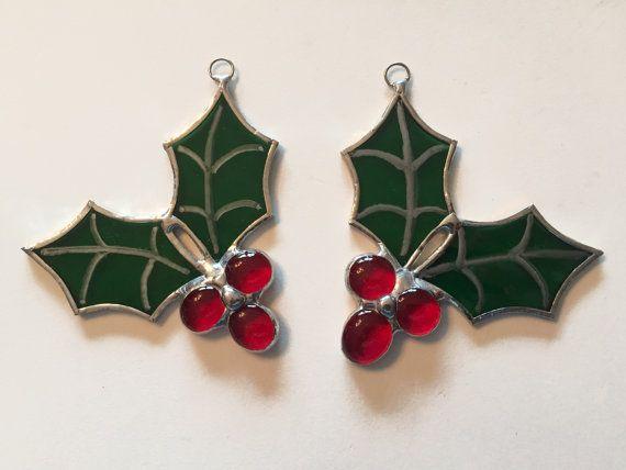 Vitrales artesanales acebo y bayas Suncatcher/ornamento por QTSG