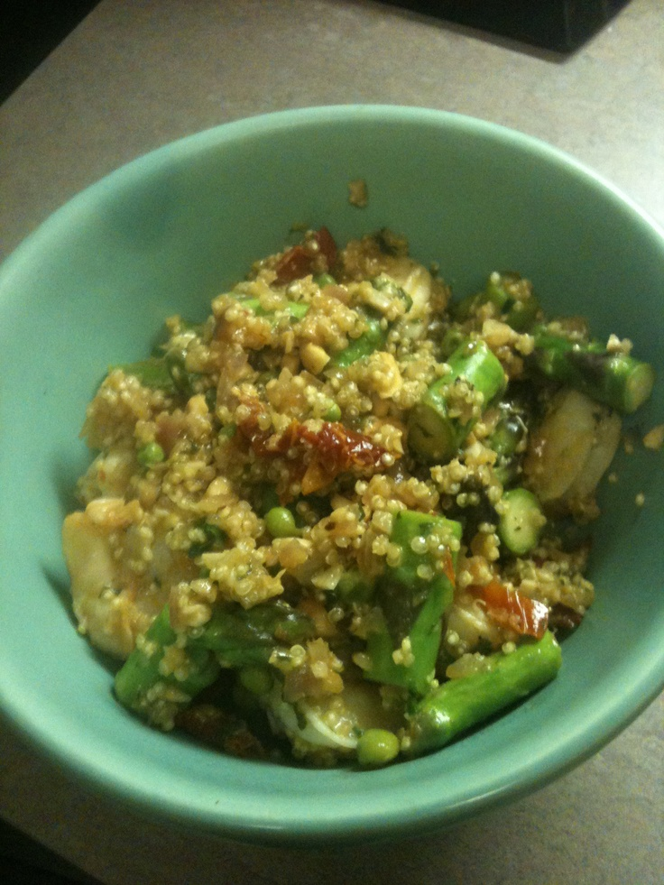 Warm Quinoa Salad with Shrimp and Asparagus. Since we discovered Helen's love of shrimp this weekend!Salad, Discover Helen, Foodies Ideas, Recipe, Food Warm, Foodies Finding, Quinoa, Healthy Food, Dinner Tonight
