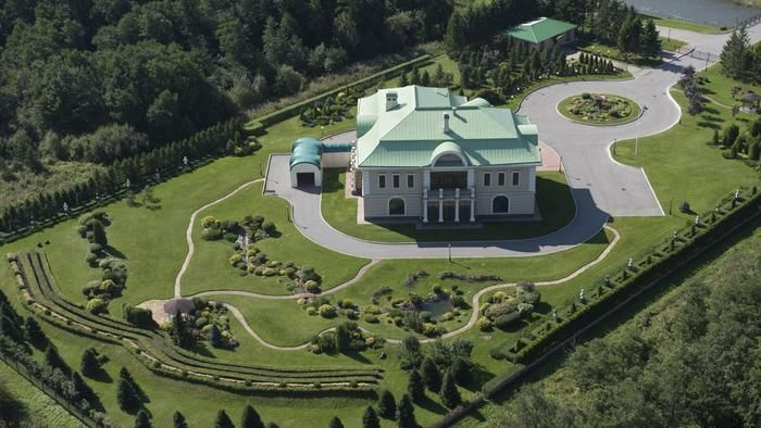 How Many Square Feet Are In A Mansion One Acre Mansion Mansions House Square Feet