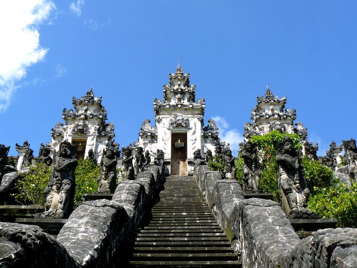 Pura Lwmouyang is one of Bali's sad kahyangan, six temples of the heavens. Located on the slopes of the often misty Gunung Lempuyang it sits at the top of 1,700 steps that wind their way through lavish jungle.