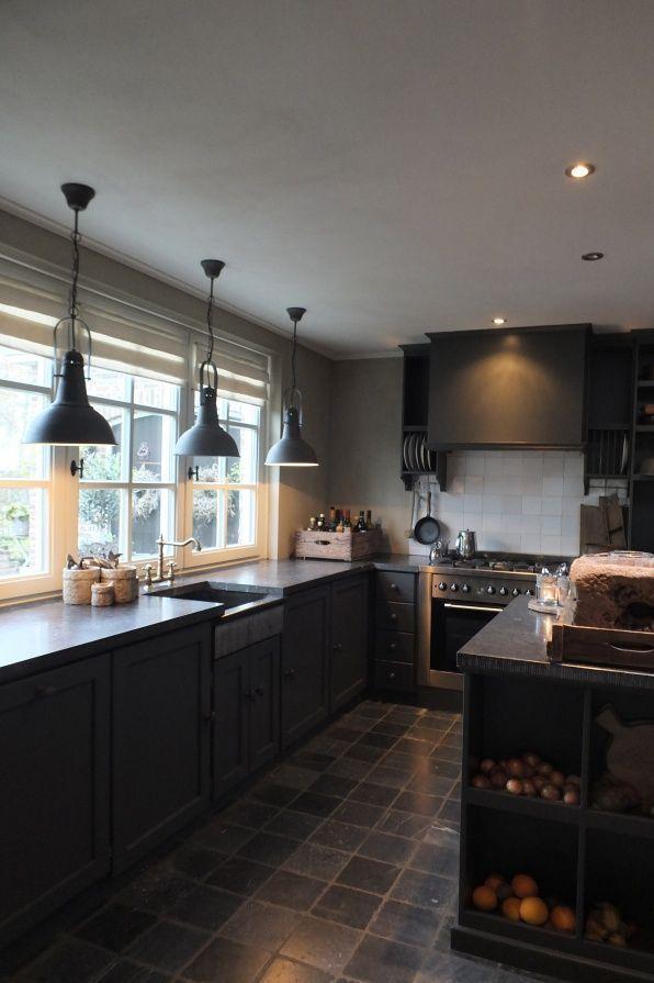 25 beste idee n over donkere keukens op pinterest mooie keuken donkere kasten en granieten - Keukenmeubelen rustiek ...