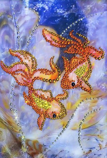 """💠 Картина со стразами """"Золотые рыбки""""  📐Размер 16 х 22 см  ✏️Комплектация набора:   основа - стекло полистирол с нанесённым рисунком;   стразы (Чехия, Preciosa);   клей;   карандаш-аппликатор для установки страз;   рамка;   инструкция.  Каталог сюжетов """"Рыбы"""", """"Символы"""".  #птицы #птицасчастья #символ #стразы #картинастразами #алмазнаямозаика #чаривнамить #творчество #скидка #umkas"""