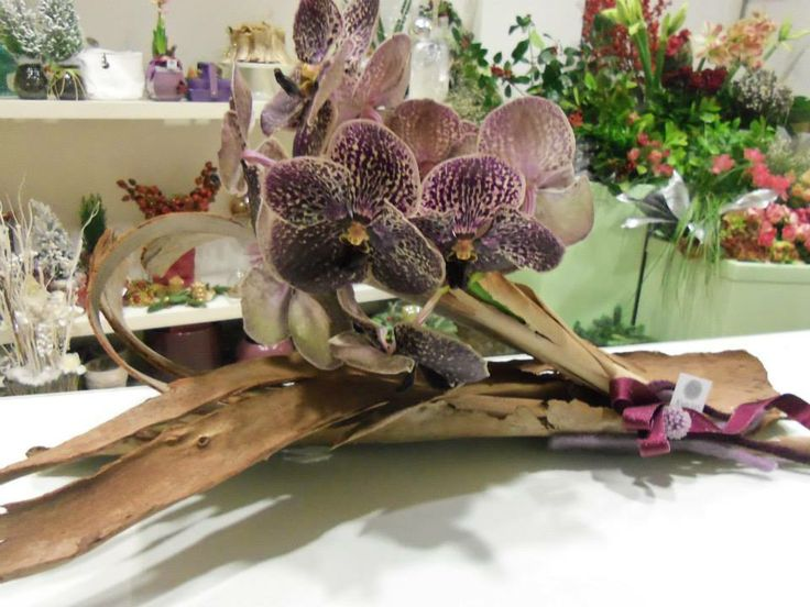 Violet vanda orchards on a centerpiece made at www.facebook.com/kunlun.experience