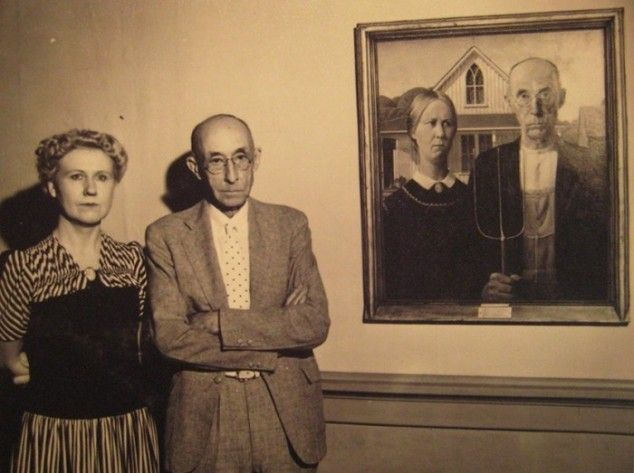 """The models who were used in """"American Gothic"""" standing by the painting"""