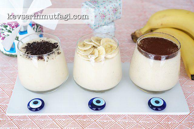 Ev Yapımı Muzlu Puding Tarifi - Malzemeler : 1 lt süt, 4 yemek kaşığı nişasta (mısır veya buğday farketmez), 1 yumurta sarısı, 3/4 su bardağı şeker, 2 adet büyük boy muz, 1 silme yemek kaşığı tereyağı, 1 paket vanilya.