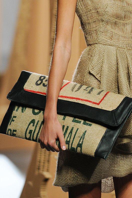 Decoración con sacos de café.// //Decorate with jute bags.