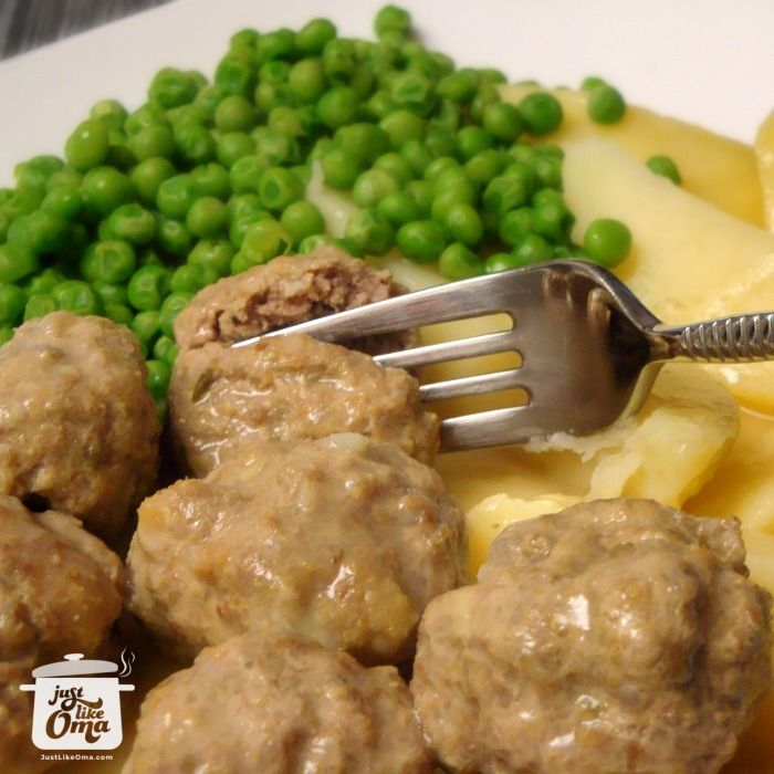 Yummy German meatballs, called Koenigsberger Klopse with a Hollandaise sauce - http://www.quick-german-recipes.com/german-meatballs.html ❤️ Like it! Share it!   Pin it! Make it! Enjoy it!