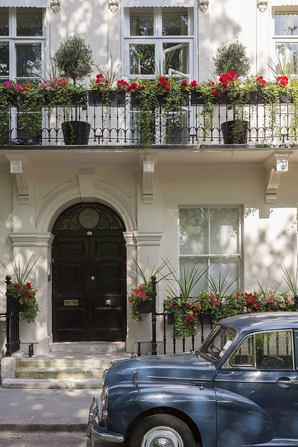 The front door of a townhouse in Kensington, London