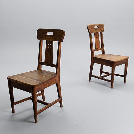 LOUIS SPARRE TUOLIPARI. Ylioppilastalon lukusalin tuolit, Iiris tehtalle noin 1900.  Petsattu tammi. Korkeus 93 cm.