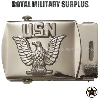 "Belt Buckle - US NAVY EMBLEMA (Chrome) - 6,95$ (CAD) - UNITED STATES NAVY Color: Chrome Made following Military Specifications 100% Steel Easy to Install Designed for 1.5"" Belts and Under Size: 2.5""x 1.5"" – 6.4 CM x 3.8 CM) BRAND NEW WWW.ROYALMILITARYSURPLUS.COM"