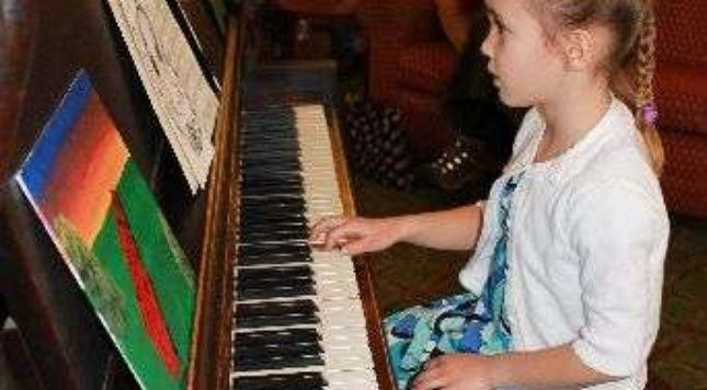 Andrea's Music Studio we offers music lessons for all ages for various instruments, including piano, guitar, voice and drums. Thy provide a a learning environment that is fun, allowing students of all ages the opportunity to explore their musical abilities.