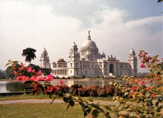 THE PALACE OF QUEEN VICTIORIA IN INDIA / KALKUTTA