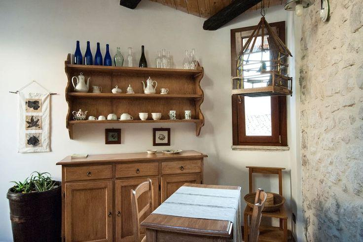 Dai un'occhiata a questo fantastico annuncio su Airbnb: Il fienile al Borgo Antico - case in affitto a Navelli