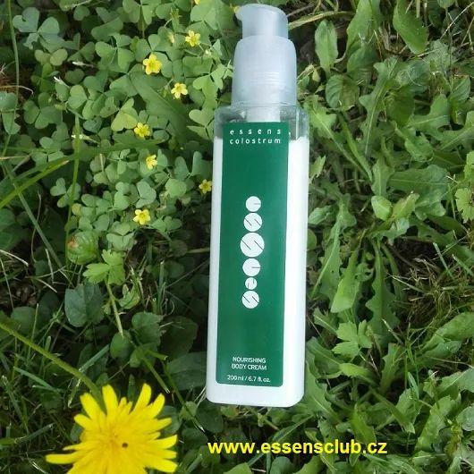 Výživný tělový krém pro každodenní péči o tělo je vhodný pro všechny typy pleti. Obsahuje Colostrum, arganový a erukový olej, bambucké máslo, vitamin E, kyselinu pyroglutámovou a patentovanou látku Olivem - http://essensclub.cz/inovovana-telova-kosmetika-colostrum-essens/