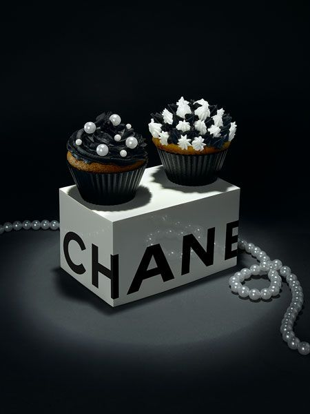These irresistible fashion cupcakes are the result of Swedish food stylist Edsalv Lisa and photographer Therese Aldgard.