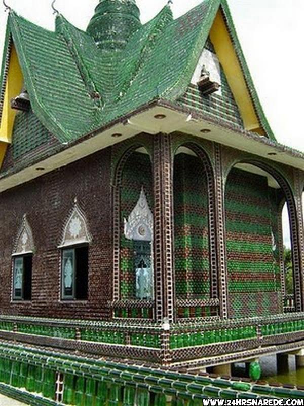 Casa feita com garrafas