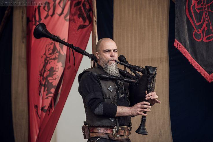 André Berg, auch als der Schweigsamer Spanier bekannt, spielt Dudelsack beim Mittelalterfest im #Schloss #Oranienburg  #Ohrenpeyn #schlossoranienburg #schweigsamerspanier #Mittelaltermusik #Medievalfestival
