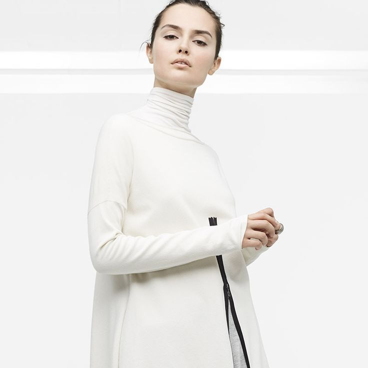 A unique brand in the world of fashion, Sarah Pacini speaks to women in search of a modern and timeless allure with style and substance.