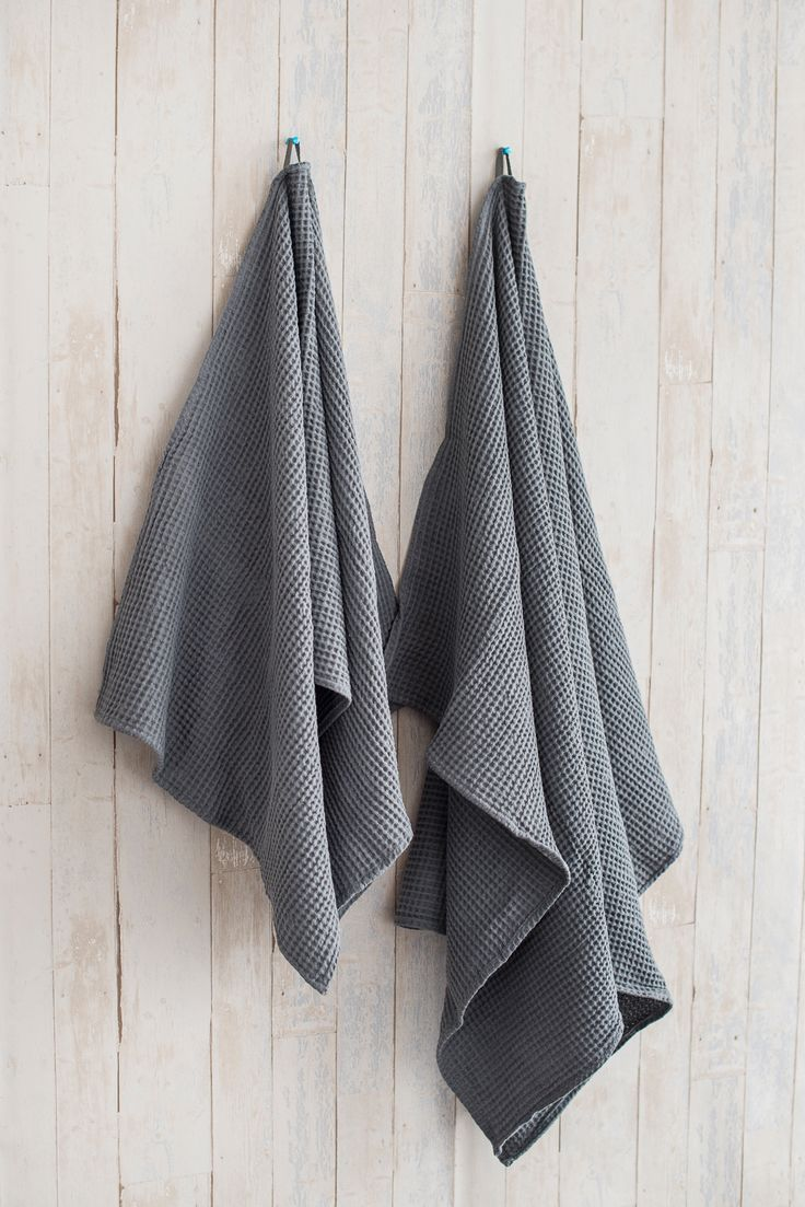 This is Gray linen / cotton bath towels. Great for homes, homesteads and sauna🛁 #linen #linentowel #towel #home #bathroom #sauna #hometextile #etsy #etsylove #etsyshop #saturday #homestead #gray #cotton #waffletowel #ecofriendly #vacation #photography #beautiful #perfect #giftideas #handmade  #holiday #happyday #fotografiene #etsyforall #darkgray