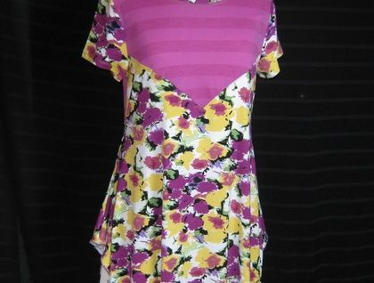 ONE OFF-  TUNIC-  FLORAL - M/L