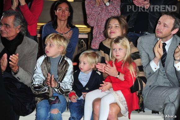 Natalia Vodianova et ses enfants Lucas Alexander, Victor et Neva au défilé Stella McCartney Automne-Hiver 2011-2012.