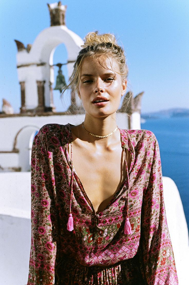 You gotta hand it to the ladies behind Spell. They consistently churn out collections that give me all the boho feels. I'm always left daydreaming of a life where all I wear is paisley and floral block printed dresses, rompers and swimwear 24/7 – and of course, the beach is never but a few steps away.