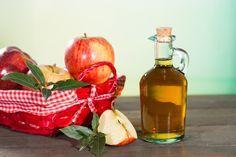 vinagre de manzana. Sus propiedades extraen de la prenda los restos de sudor y desodorante, devolviéndole un tono más blanco.
