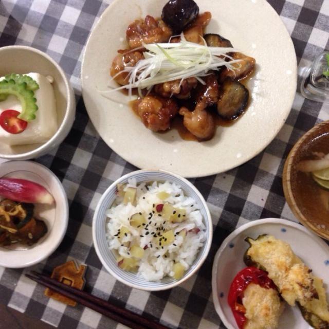 野菜を沢山もらったので晩御飯にしました - 54件のもぐもぐ - 茄子と鶏肉甘酢いため  ピーマンのファルシー  サツマイモご飯 きゅうりのきゅうちゃん みょうがの甘酢漬け お吸い物 by rosifumi