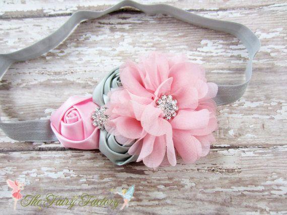 Розовый и серый костюм, атласная шифон и цветы повязка или зажим для волос, цветок девушка повязка, Девочки повязка, повязка новорожденного ребенка