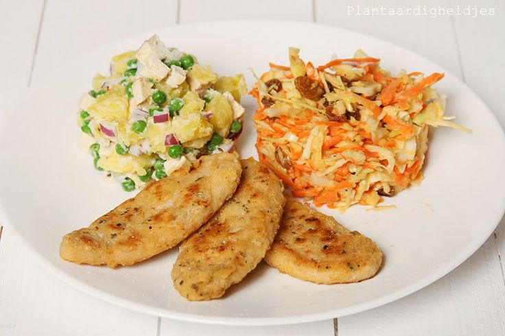 Plantaardigheidjes: Krokante sojakip met aardappelsalade en een koolsalade
