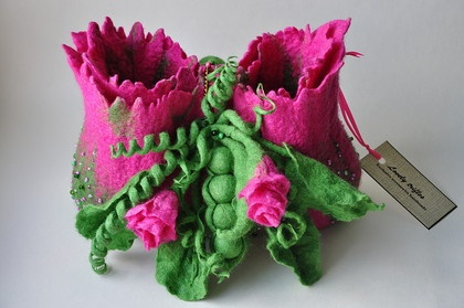 GASP! (takes my breath away!!) 3D Wet Felted Purse