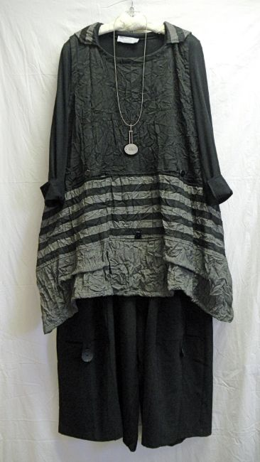 I just bought this at More Lace and I LOVE it and have a thousand variations planned for it.  Mama Crow
