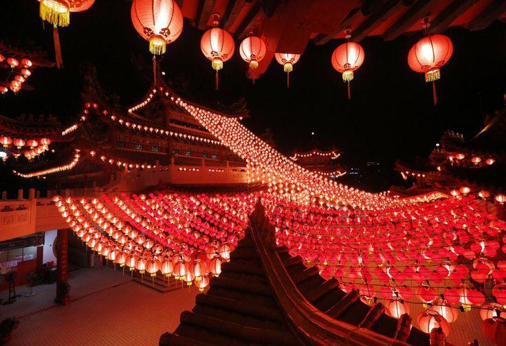 #Capodanno #Cinese: migliaia di #lanterne colorano le città [FOTO]