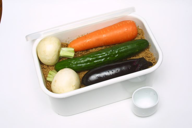 野田琺瑯 ぬか漬け美人 ホーロー製のぬか漬け容器。両取手つきなので冷蔵庫への出し入れがしやすい。 ニオイがもれにくく、ゆったりとかき混ぜやすいのが魅力。