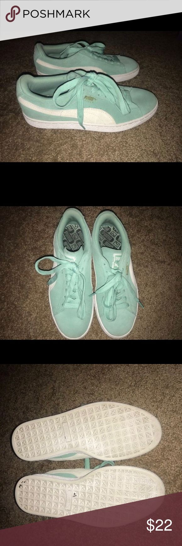 Pumas Women's 8, some wear. Teal. Puma Shoes Sneakers